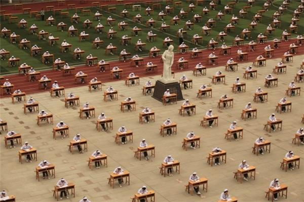 Đây là cách học sinh Trung Quốc thi cử.(Ảnh: Internet)