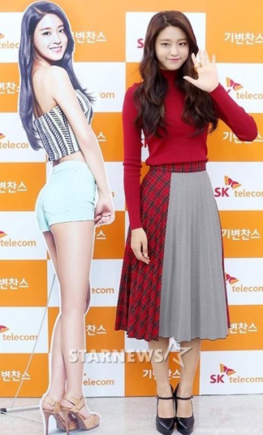 Cô nàngSeol Hyun nhóm AOAđã được nâng chiều cao lên hơn 1,70 mét trong khi cô chỉ khoảng 1,67 mét ngoài đời. (Ảnh: Internet)
