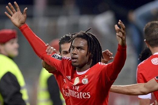 Ở tuổi 18, Renato đã được gọi lên tuyển Bồ Đào Nha.