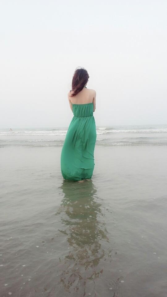 Giả vờ bước đi xa bờ biển tí thôi.