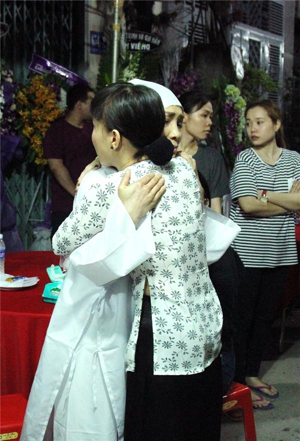 Việt Hương giản dị trong chiếc áo bà ba - Tin sao Viet - Tin tuc sao Viet - Scandal sao Viet - Tin tuc cua Sao - Tin cua Sao