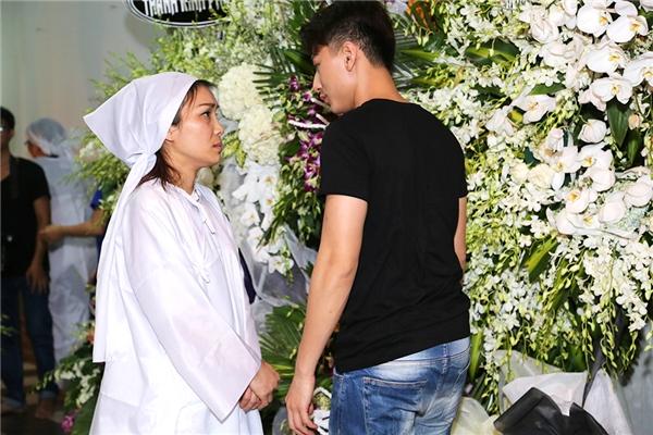 Isaac cũng dành chút thời gian đến chia buồn cùng đàn chị và gia đình - Tin sao Viet - Tin tuc sao Viet - Scandal sao Viet - Tin tuc cua Sao - Tin cua Sao