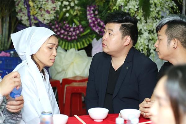 Quang Lê và Quách Tuấn Du cũng có mặt để chia buồn cùng Hồng Ngọc - Tin sao Viet - Tin tuc sao Viet - Scandal sao Viet - Tin tuc cua Sao - Tin cua Sao