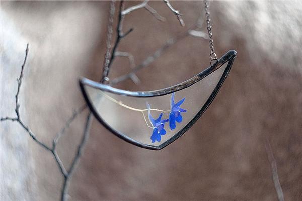 Chết mê những mặt dây chuyền làm từ hoa cỏ