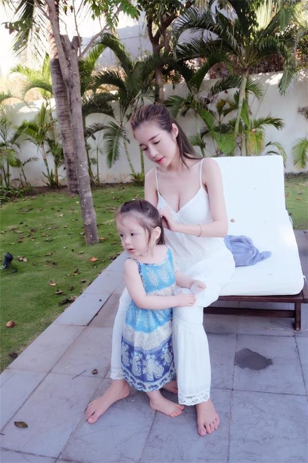 Những hình ảnh của Cadie Mộc Trà,con gái đầu lòng của Elly Trầnluôn thu hút hàng chục nghìn lượt yêu thích trên trang cá nhân của mẹ. - Tin sao Viet - Tin tuc sao Viet - Scandal sao Viet - Tin tuc cua Sao - Tin cua Sao