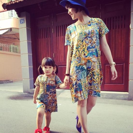 """BéBào Ngưtên thật làLê Gia An,sinh ngày 17/4/2011. Tới nay nhóc tì nhàMiVân đã được hơn 5 tuổi. Cô bé sở hữu nhiều nét giống mẹ khiến bao người """"ngẩn ngơ"""". - Tin sao Viet - Tin tuc sao Viet - Scandal sao Viet - Tin tuc cua Sao - Tin cua Sao"""