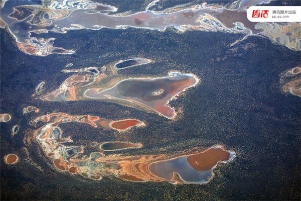 Ảnh chụp những cánh đồng muối khô hạntại phía Tây nước Úc vào ngày 12/11/2015.
