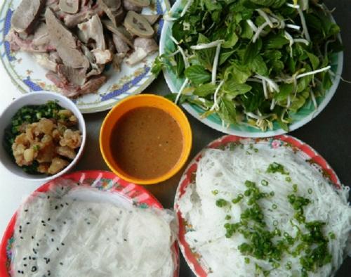 Du lịch Ninh Thuận - Bánh hỏi lòng heo