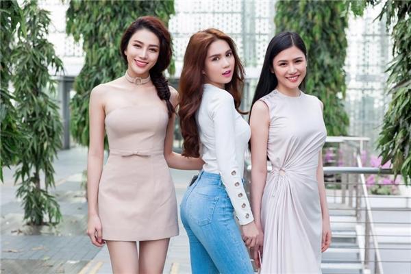 Ngọc Trinh và dàn mẫu Venus khoe dáng tại Singapore, chuẩn bị ghi hình cho Đêm hội chân dài 10. - Tin sao Viet - Tin tuc sao Viet - Scandal sao Viet - Tin tuc cua Sao - Tin cua Sao