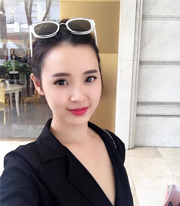 """Midu đăng tải ảnh selfie xinh đẹp với dòng chú thích đầy tâm sự:""""Đừng bao giờ cúi đầu. Hãy luôn ngẩng cao. Nhìn thẳng vào mắt thế giới."""" - Tin sao Viet - Tin tuc sao Viet - Scandal sao Viet - Tin tuc cua Sao - Tin cua Sao"""