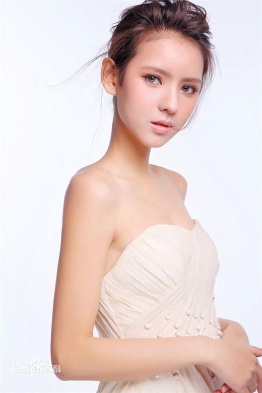 Dàn bồ siêu xinh của cậu ấm giàu thứ nhì Trung Quốc