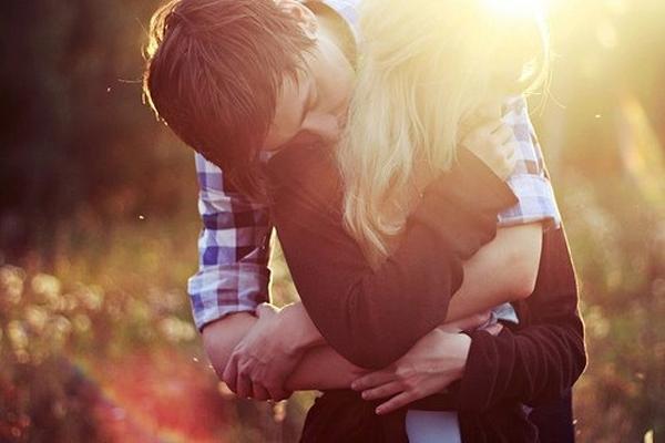 Yêu thương chưa bao giờ là điều dễ dàng. Hình minh họa.