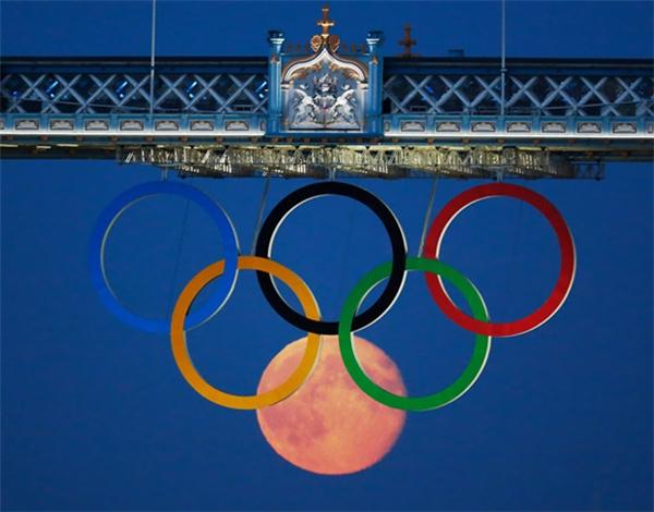 Khi mặt trăng cũng muốn để lại dấu ấn của mình tại Olympics.