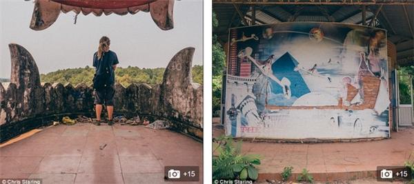 Các khách du lịch ghé thăm và chụp ảnh.