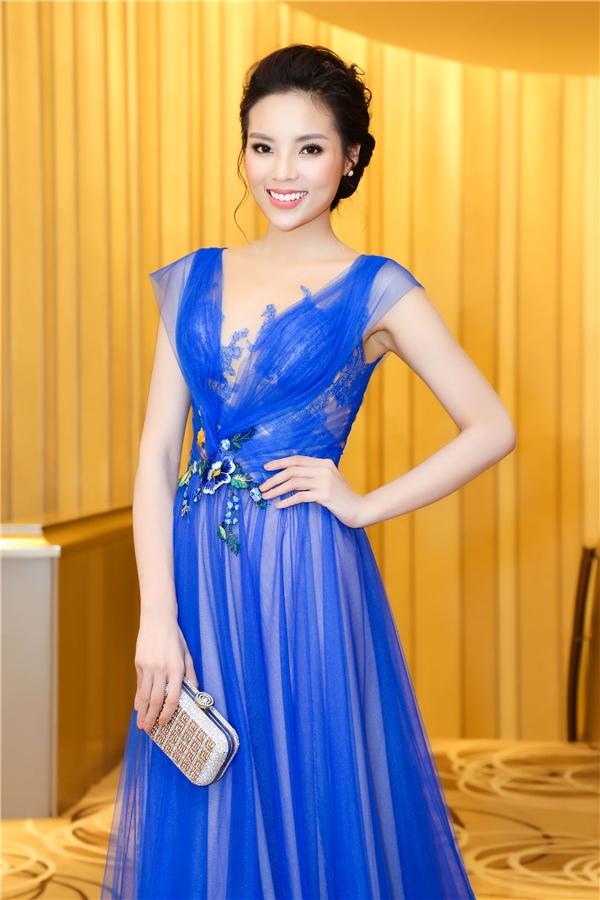 Hoa hậu Kỳ Duyên đẹp kiêu sa trong chiếc đầm xanh của NTK Hoàng Hải. - Tin sao Viet - Tin tuc sao Viet - Scandal sao Viet - Tin tuc cua Sao - Tin cua Sao