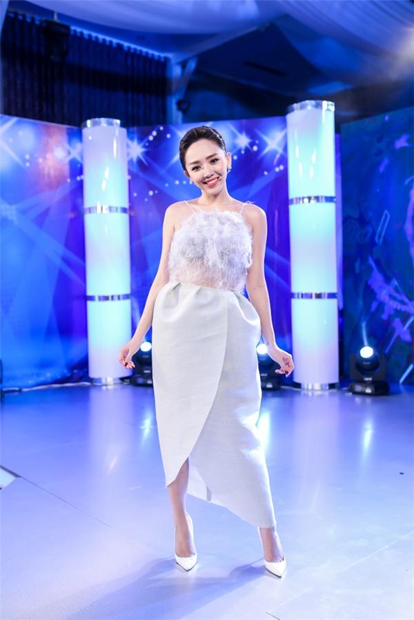 """Tóc Tiên tự nhận """"hồn nhiên như cô tiên"""" tại Idol Kids"""