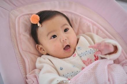 Không thể cưỡng nổi sự đáng yêu tuyệt đối của con gái Giả Tịnh Văn