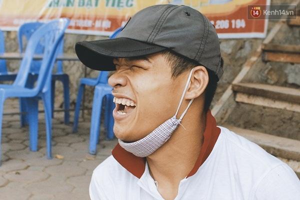 Nụ cười luôn xuất hiện trên gương mặt Tấn.