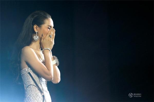 Chùm ảnh: Hậu trường cuộc thi Hoa hậu chuyển giới được quan tâm nhất Thái Lan