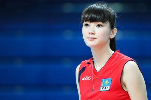 """Sabina Altynbekova được báo chí Nhật ca ngợi là """"nữ vận động viên bóng chuyền xinh đẹp nhất thập kỉ qua."""""""