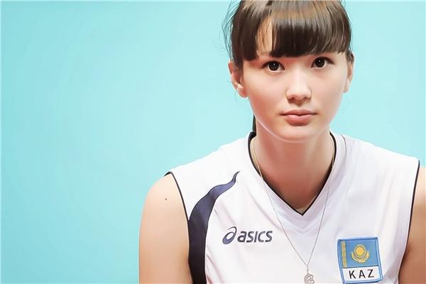 Cô đang thi đấu choGSS Sunbeams của Nhật Bản.