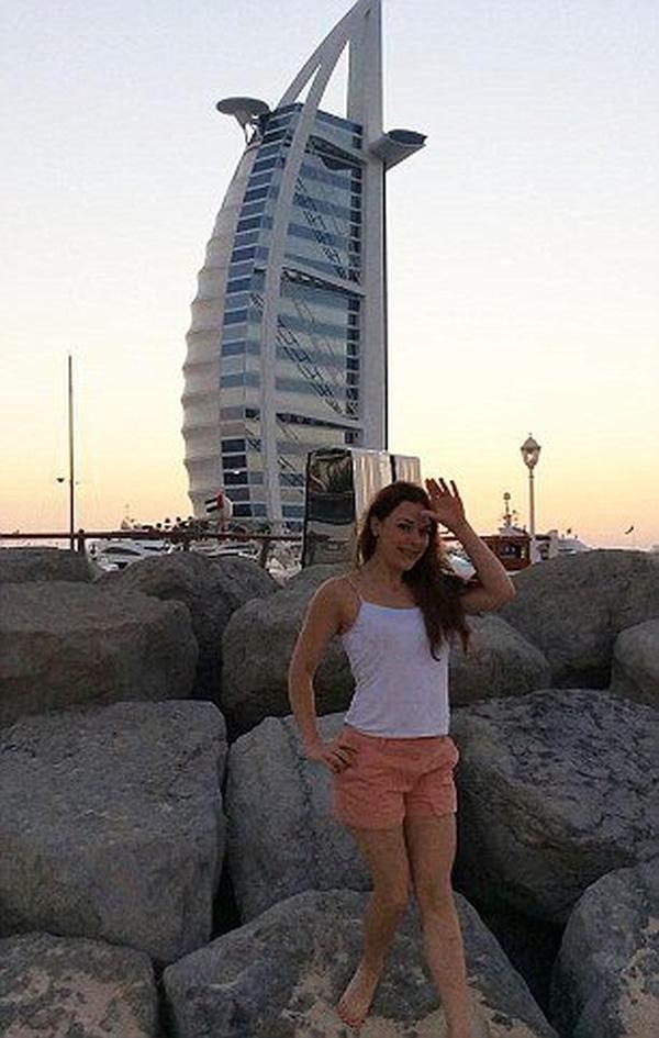 Cô gái dùng tiền phúc lợi xã hội để đi du lịch khắp thế giới.