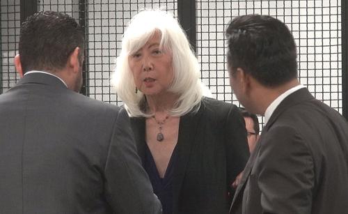 Theo thông tin, phiên tòa được dời ngày thương lượng sang sáng 27/05, vì bà Mia Yamamoto chỉ mới tiếp nhận hồ sơ nên cần thời gian để nghiên cứu và trao đổi cùng thân chủ. Phiên xử sơ thẩm vào ngày 10/06 được giữ nguyên như ấn định ban đầu. - Tin sao Viet - Tin tuc sao Viet - Scandal sao Viet - Tin tuc cua Sao - Tin cua Sao