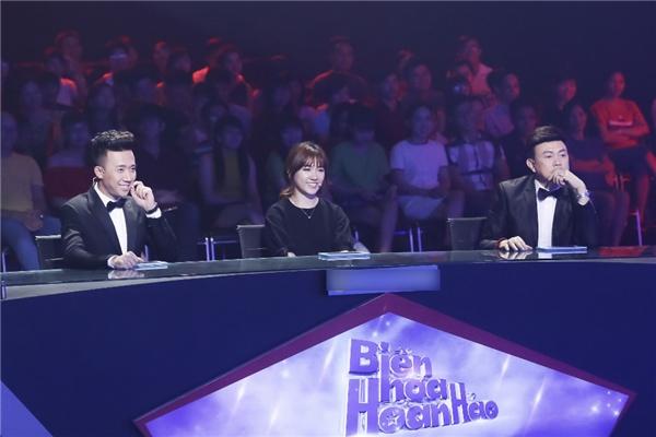 Bộ ba giám khảo sang trọng, thanh lịch với trang phục mang gam màu đen. - Tin sao Viet - Tin tuc sao Viet - Scandal sao Viet - Tin tuc cua Sao - Tin cua Sao