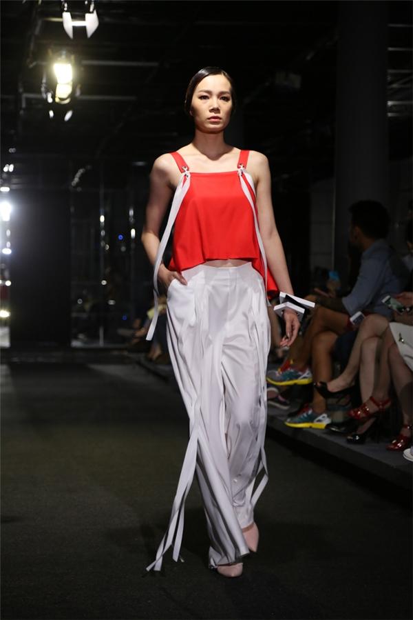 Diễm Hương tái xuất sàn catwalk sau nghi án bí mật sinh con