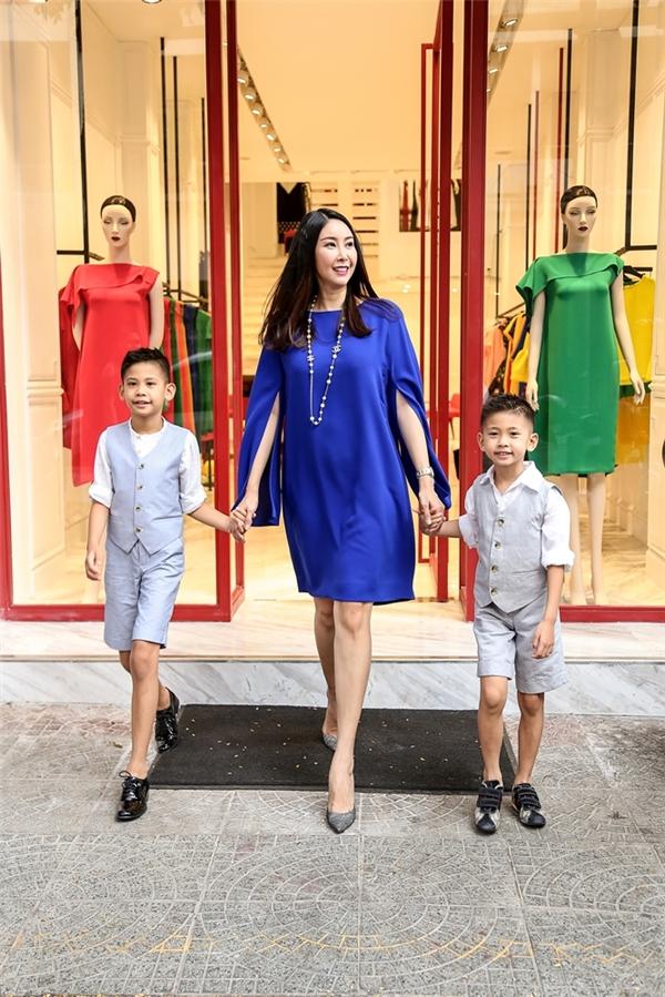 Lần đầu tiên, Hoa hậu Hà Kiều Anh để con trai làm người mẫu
