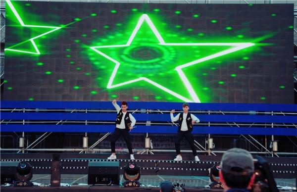 """""""Gà cưng"""" của Thanh Thảotham gia với tư cách khách mời giao lưu và biểu diễn cùng các nhóm nhạc K-Pop. - Tin sao Viet - Tin tuc sao Viet - Scandal sao Viet - Tin tuc cua Sao - Tin cua Sao"""