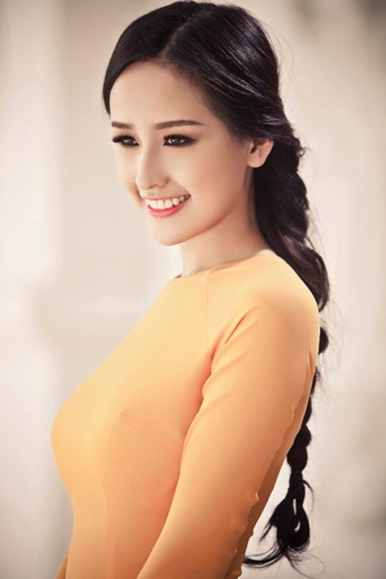 Hoa hậu Mai Phương Thúy giữ được nét đẹp tự nhiên với chiếc răng khểnh lấp ló của mình.(Ảnh: Internet)