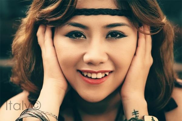Nụ cười cô ấy trông duyên hơn rất nhiều đúng không?(Ảnh: Internet)