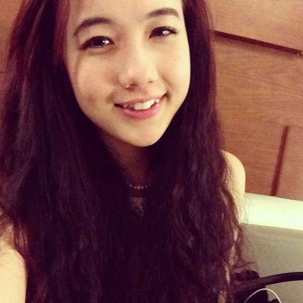 """Đôi răng khểnh bé xinh """"trời ban"""" của Mie khiến bao chàng xao xuyến.(Ảnh: Internet)"""