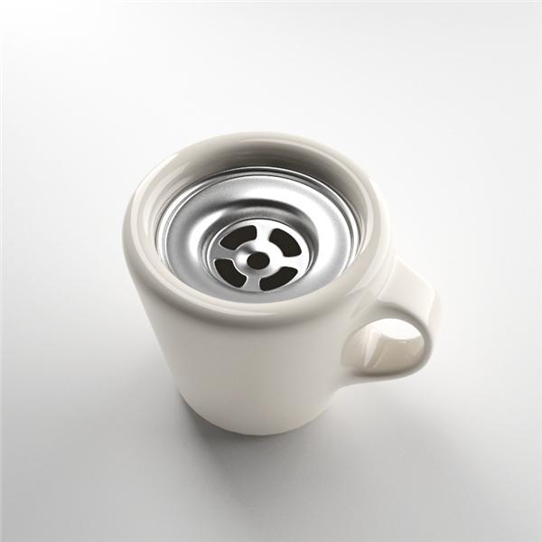 Chiếc cốc này vừa khó rót nước vào, vừa khó uống