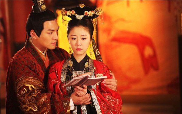 Thành công của Khuynh Thế Hoàng Phi cũng không giúp Lâm Tâm Như né được gạch đá của cư dân mạng vì bài hát mở đầu phim quá tệ