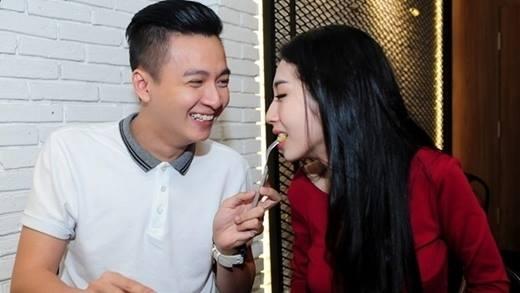 """Những bí kíp đánh cắp trái tim mĩ nhân của các """"soái ca"""" showbiz Việt"""
