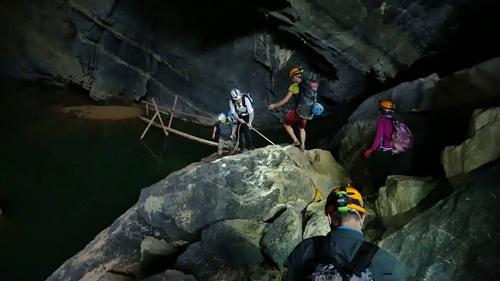Á hậu Thiên Lý vất vả trong chuyến hành trình khám phá Sơn Đoòng - Tin sao Viet - Tin tuc sao Viet - Scandal sao Viet - Tin tuc cua Sao - Tin cua Sao