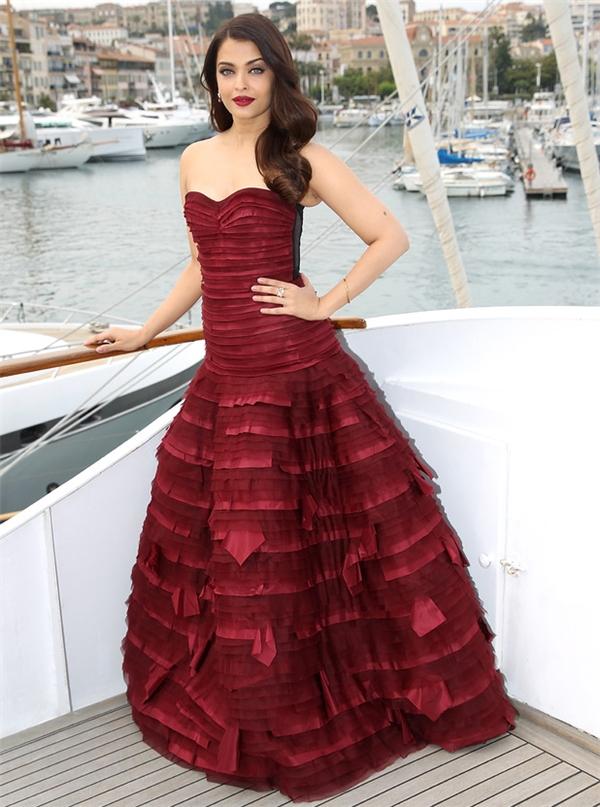 Hoa hậu Thế giới 1994 lộng lẫy trên thảm đỏ Cannes 2015.