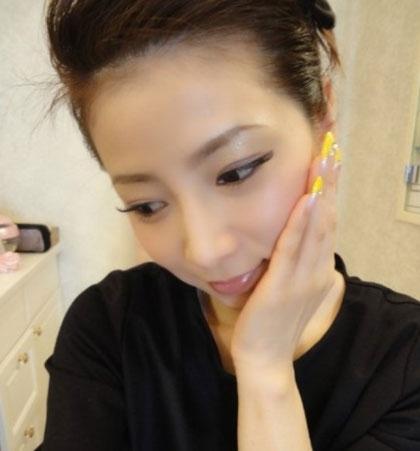 """Masako bắt đầu được giới truyền thông Nhật Bản săn đón sau khi thắng tại một cuộc thi tuyển người mẫu cho một tạp chí ở tuổi 40. Kể từ đó tên tuổi của cô thường được ca ngợi là """"mỹ nhân không tuổi"""" trên các mặt báo."""