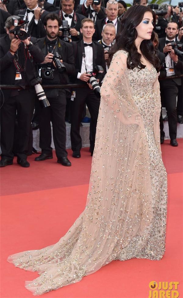 Lý Nhã Kỳ đọ sắc với Lý Băng Băng, Lưu Diệc Phi ở Cannes