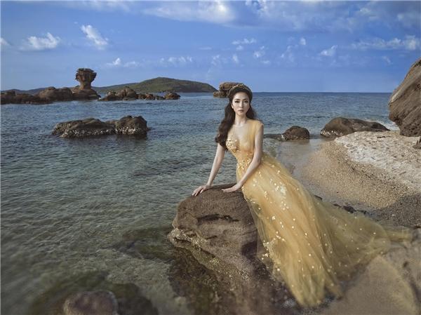 Hoa hậu Việt Nam đẹp xuất sắc khi hóa thân thành nữ thần biển. - Tin sao Viet - Tin tuc sao Viet - Scandal sao Viet - Tin tuc cua Sao - Tin cua Sao
