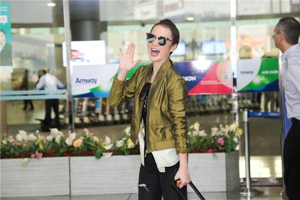 Bà mẹ nhíđầu tư vào 20 bộ trang phục để tham dự tuần lễ LHP Cannes. Phải mất hơn 1 tháng, cô và stylist mới lựa chọn được những bộ cánh phù hợp cho sự kiện điện ảnh lần này. - Tin sao Viet - Tin tuc sao Viet - Scandal sao Viet - Tin tuc cua Sao - Tin cua Sao