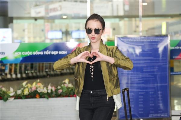 Biểu cảm đáng yêu của Angela Phương Trinh trước giờ lên máy bay - Tin sao Viet - Tin tuc sao Viet - Scandal sao Viet - Tin tuc cua Sao - Tin cua Sao