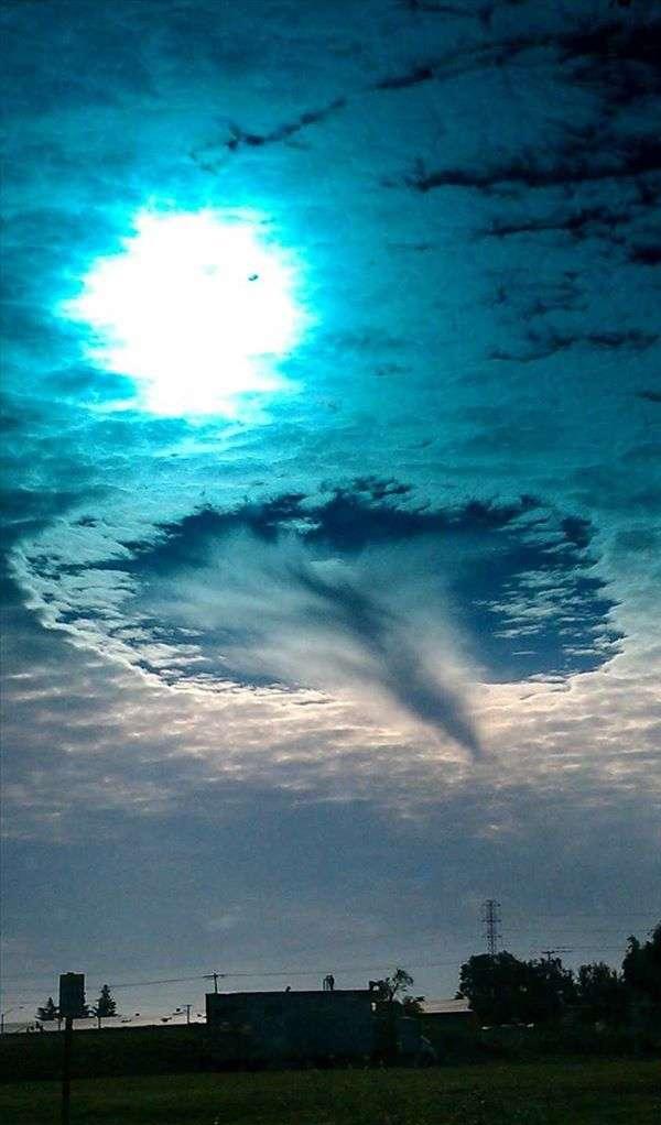 Lỗ mây là một hiện tượng thiên văn hiếm gặp và thường được xem là bằng chứng cho sự xuất hiện của người ngoài hành tinh. (Ảnh: Internet)