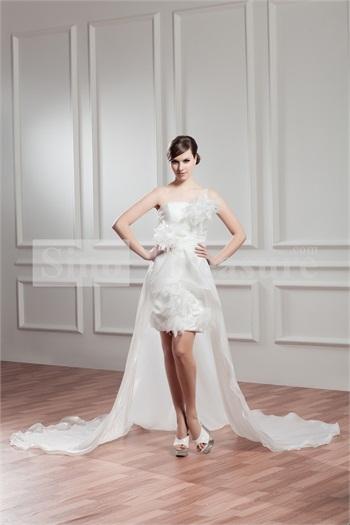 \ Vừa mềm mại vừa cá tính với mẫu váy layer. (Ảnh: Internet)