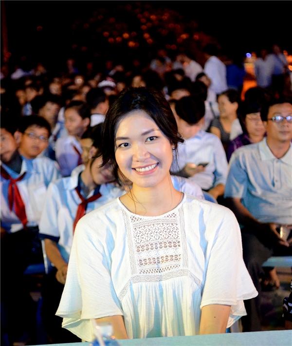 Trong chuyến đồng hành cùng Quỹ Hiểu về trái tim, Hoa hậu Thùy Dung gây chú ý khi xuất hiện giản dị, năng động và cuốn hút. - Tin sao Viet - Tin tuc sao Viet - Scandal sao Viet - Tin tuc cua Sao - Tin cua Sao