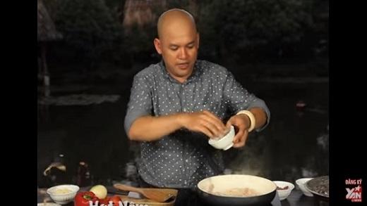[Bếp Chiến] Gil Lê và Sĩ Thanh làm bánh tráng nướng (Phần 2)