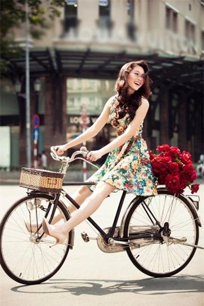 """""""Chiếc váy không làm nên nhân cách của phụ nữ, nhưng phụ nữ có nhân cách sẽ biết cách chọn váy để mặc"""""""