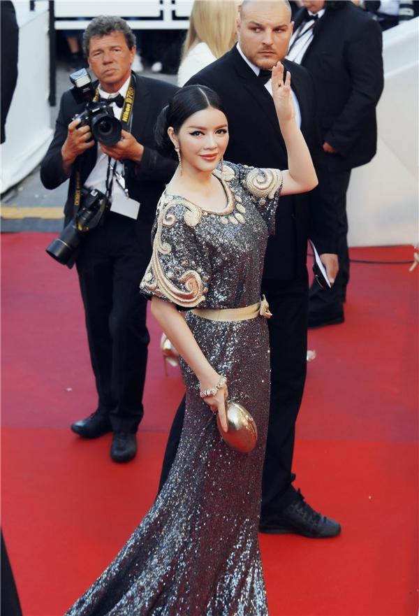 Phong cách thời trang cổ điển trở thành dấu ấn của Lý Nhã Kỳ từ các thảm đỏ trong nước cho đến quốc tế. Với bất kì tạo hình nào, nữ diễn viên đều thuyết phục công chúng hoàn toàn.